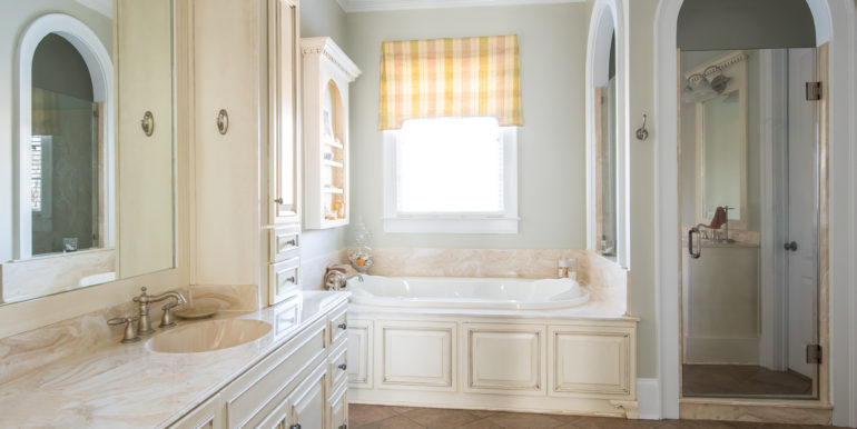 i-master-bathroom-1-low-res