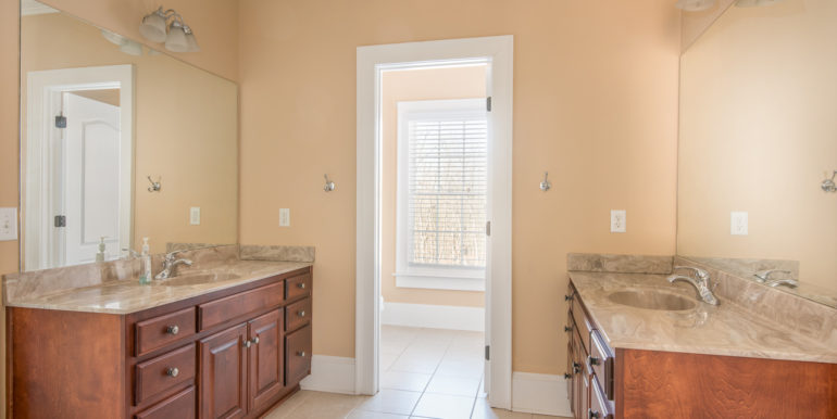 j-upstairs-jack-and-jill-bathroom-low-res