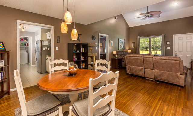 169 Colchester Cr Dining