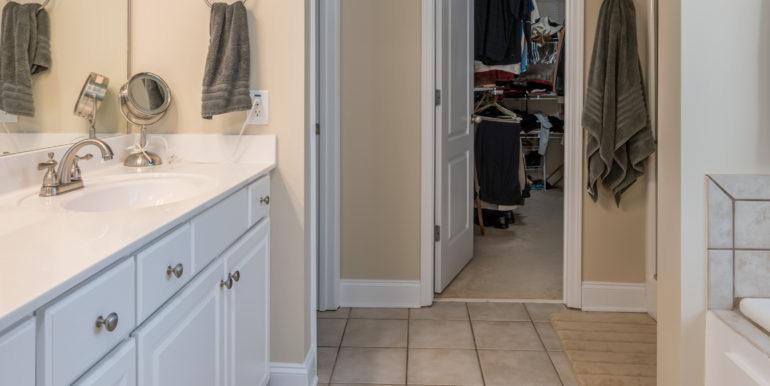 master-bath-4-closet-view